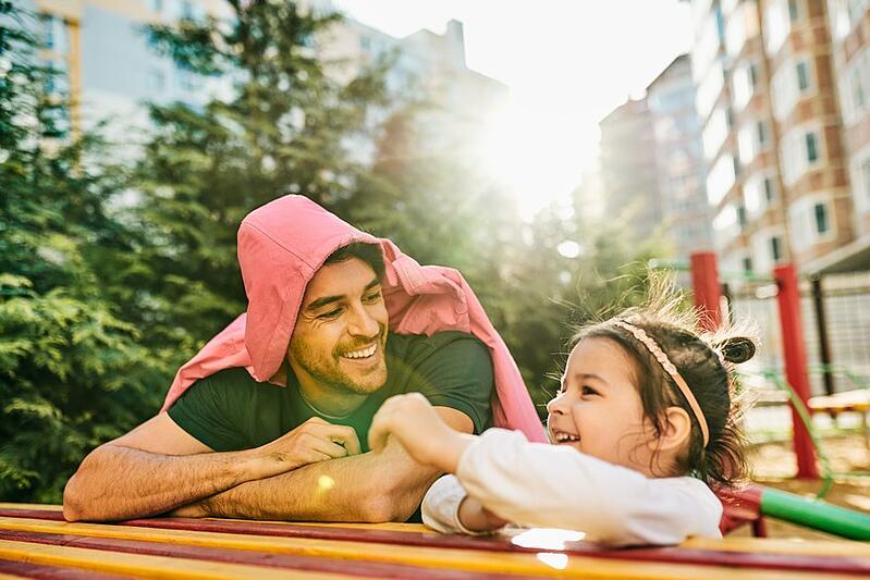 """Témoignage : """"Mon mari est devenu père au foyer pour que je relance ma carrière"""""""